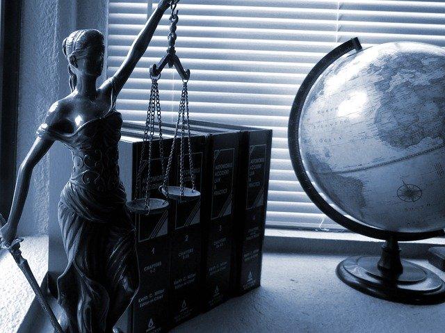 Figurka na biurku
